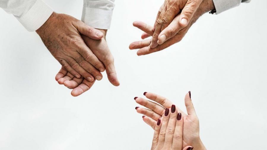 tre coppie di mani
